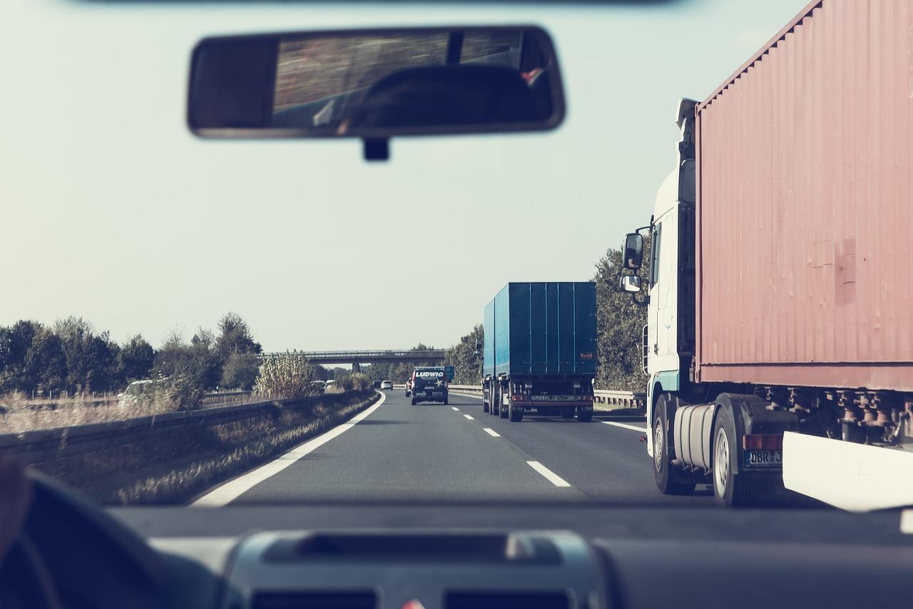 Usługi przewozowe cennik. Za co płacimy nadając przesyłkę? Taryfy przewozowe w transporcie samochodowym