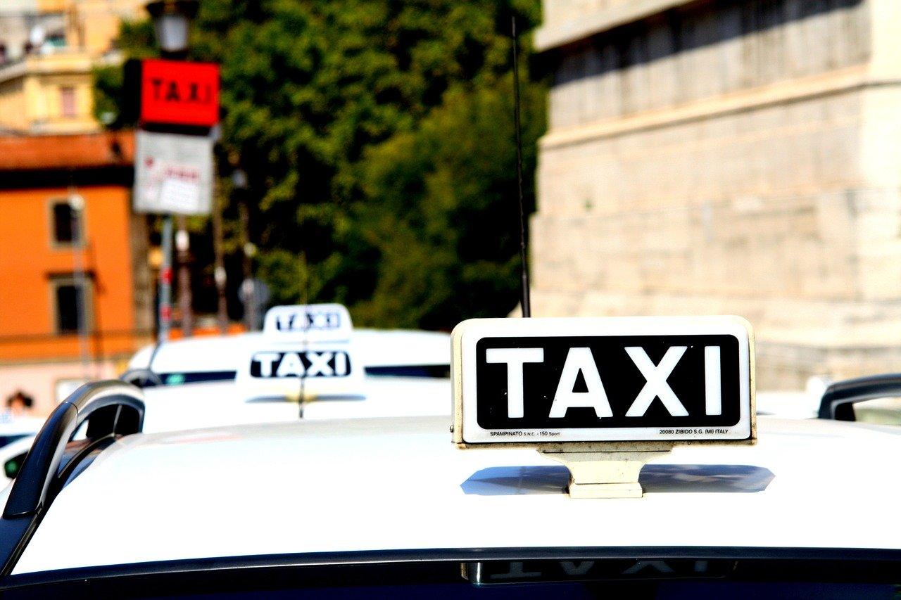 Czy opłaca się jeździć taksówkami?