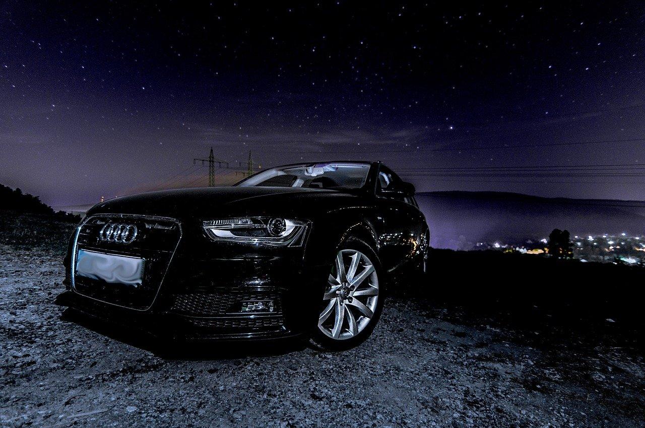 Ile pali Audi A4 b8?