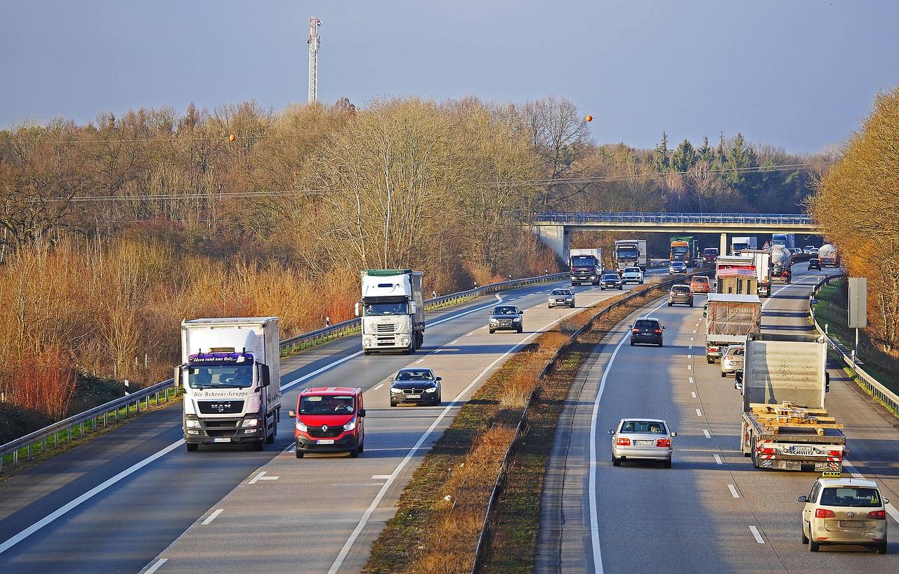 Ograniczenia w ruchu ciężarówek czyli przepisy, łamanie ich.